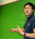 Gavelier Justin Mah gives a teaching demonstration. Photo: Julia Lovett